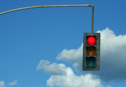 I see mistakes in tennis exactly as I see red traffic lights while driving a car.
