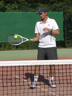 Improve tennis volley by volleying to yourself