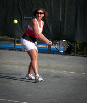 Backhand stroke technique of a recreational player