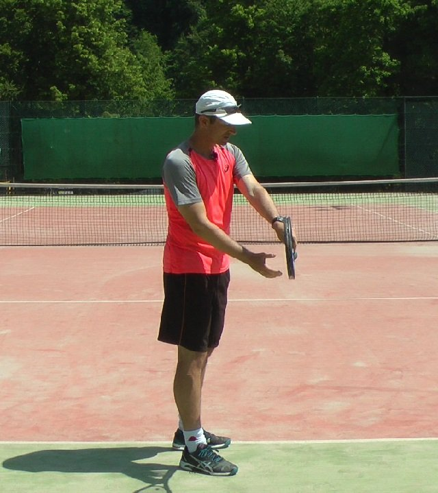 finding a forehand grip in tennis